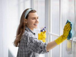 usuwanie naklejek z szyby - najlepsze sposoby