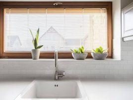 dekoracja okna kuchennego - pomysły